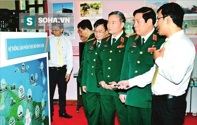Tập đoàn Viettel giới thiệu hệ thống sản phẩm theo mô hình C4ISR với lãnh đạo BQP. Ảnh: QĐND.