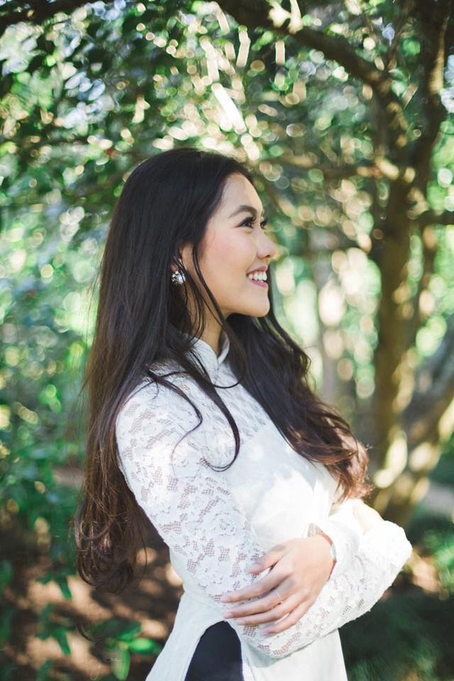 Mới đây, Vũ Nam Phương vừa thực hiện một bộ ảnh nghệ thuật với trang phục áo dài trắng trước khi bước sang tuổi mới.