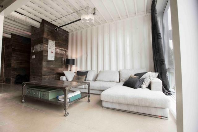 Các cửa sổ lớn giúp cho ngôi nhà có được không gian rộng rãi và tươi sáng nhất.