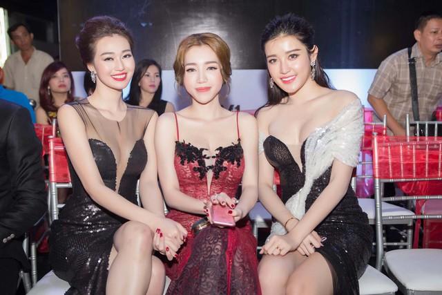 Trong lần xuất hiện này, Elly Trần trở thành tâm điểm của sự chú ý bởi đây là lần đầu tiên cô lộ diện sau khi công bố đã sinh con con thứ 2.