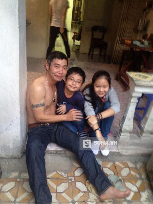 Công Lý chụp cùng 2 người con đáng yêu, kháu khỉnh