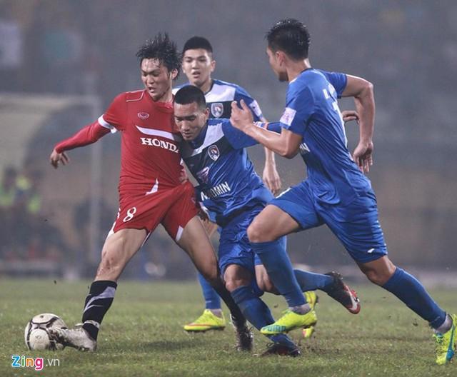 Tuấn Anh được ra sân từ đầu trong cả 2 trận dưới thời Hữu Thắng (Ảnh: Zing.vn).