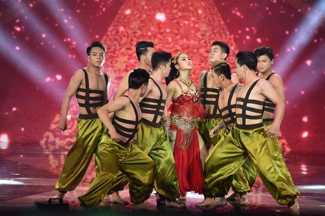 Hương Tràm thể hiện một sáng tác mới của Trang Pháp được phối mang âm hưởng Trung Đông vui nhộn, trẻ trung mang tên Hãy mang em đi xa trong phần hát solo.