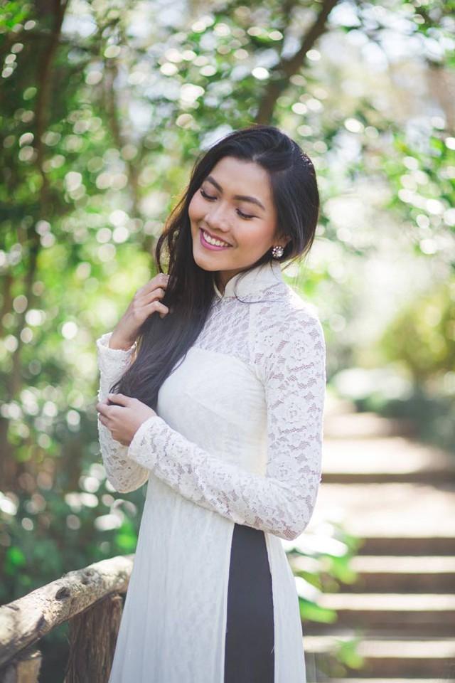 Nụ cười rạng rỡ của nữ du học sinh 9x khiến người ta liên tưởng đến không khí rộn ràng của ngày xuân.