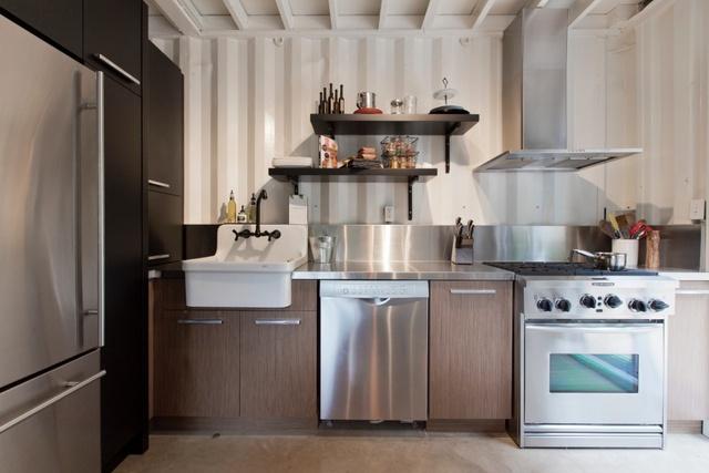 Nhà bếp với đầy đủ tiện nghi cho cuộc sống sinh hoạt hàng ngày.