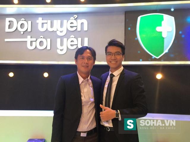 Bá Phú (phải) là chàng BLV trẻ tuổi đang ngày càng quen mặt với khán giả Việt Nam.