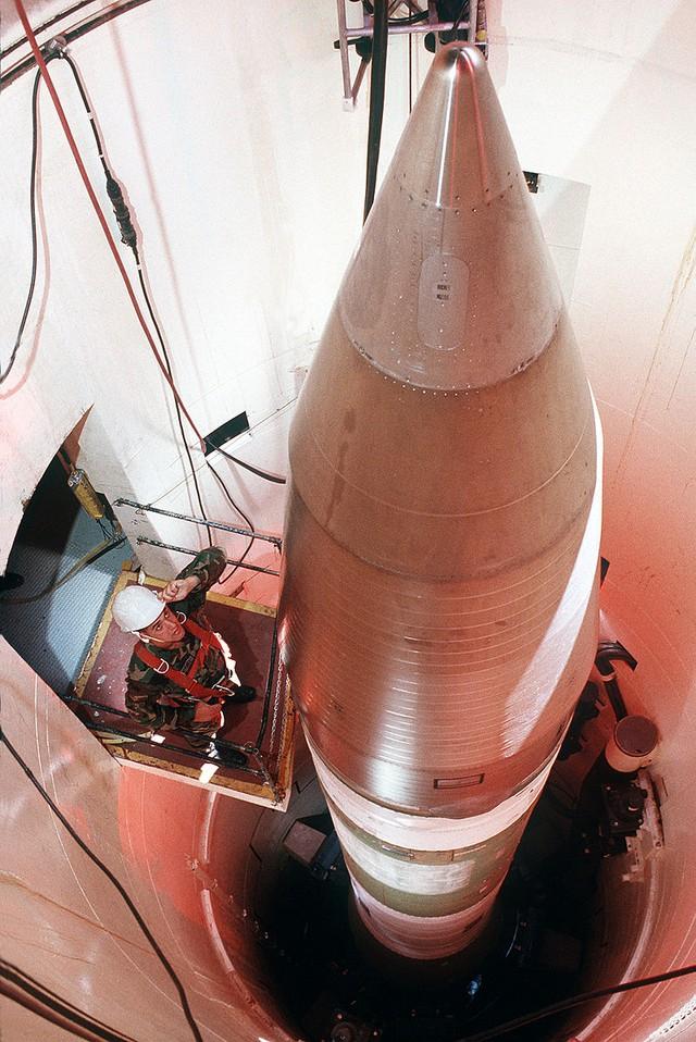 Tên lửa Minuteman-III trong giếng phóng.