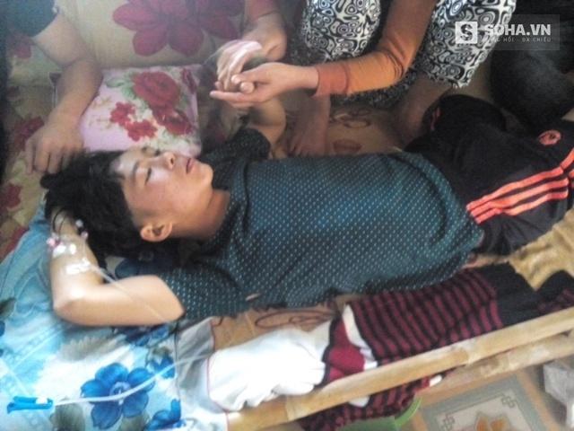 Em Tâm nằm ở nhà trong tình trạng nguy kịch sau khi bệnh viện trả về