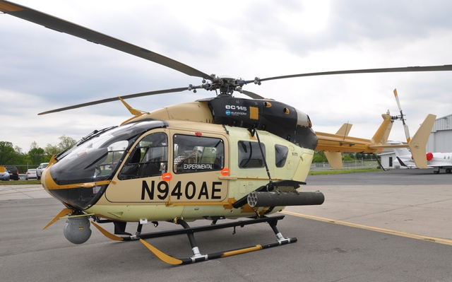 Trực thăng vũ trang AAS-72X với thiết bị ngắm bắn quang điện tử và bình rocket M260