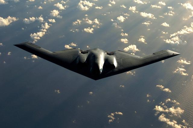 Máy bay ném bom tàng hình B-2 Spirit