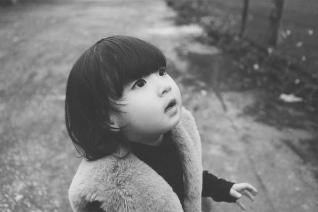 Theo lời chia sẻ của chị Mai, mẹ bé Mai Chi thì bé thích nghe nhạc, thích làm đẹp và rất cá tính, thích tự mình làm mọi việc.