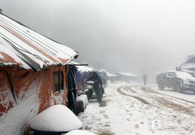 2 ngày qua trên địa bàn Nghệ An xuất hiện băng tuyết phủ trắng nhiều huyện biên giới và nhiệt độ xuống thấp khiến cuộc sống người dân bị đảo lộn ảnh hưởng.