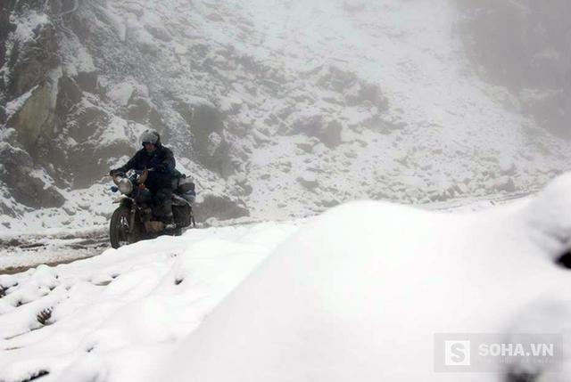 Nhiều con đường ngập trong tuyết trắng. (Ảnh: Bằng Trần).