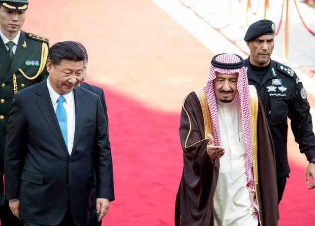Ông Tập Cận Bình (trái) trong chuyến thăm bắc cầu với Trung Đông hồi tháng 1/2016. Ảnh: Getty Images