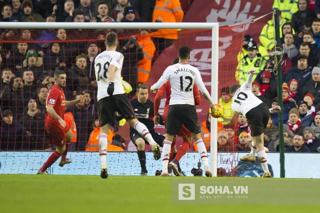 Chẳng cần cầm nhiều bóng hơn, chẳng cần tấn công áp đảo, chỉ cần duy nhất 1 cú sút trúng đích, Manchester United hạ gục Liverpool.