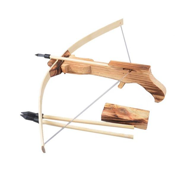 Cung, nỏ - vũ khí tầm xa cổ - trung đại vẫn còn được dùng đến tận ngày nay.