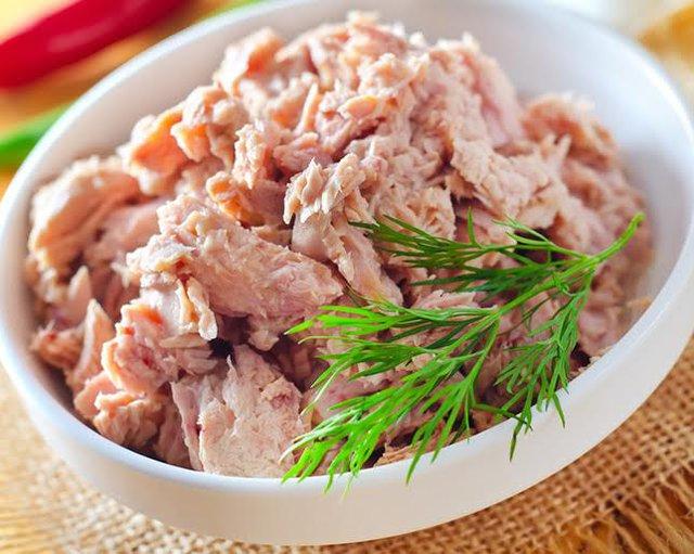 Cá ngừ đóng hộp từng được khuyến khích ăn, nhưng nghiên cứu mới đây của EWG khuyên không nên ăn nhiều.