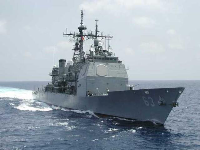 Vào tháng 12/2013, tàu tuần dương tên lửa dẫn đường USS Cowpens của Mỹ hoạt động tại vùng biển quốc tế ở Biển Đông đã bị 1 chiến hạm khác thuộc hải quân Trung Quốc cắt ngang và dừng trước tàu Mỹ chỉ 500 m, buộc USS Cowpens chuyển hướng khẩn cấp để tránh va chạm. Ảnh: US Navy