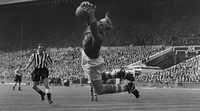 Bert Trautmann thi đấu trong màu áo Manchester City.