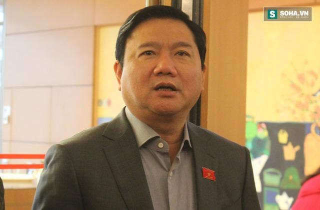 Ủy viên Bộ Chính trị, Bí thư Thành ủy Thành phố Hồ Chí Minh trả lời PV bên lề kỳ họp Quốc hội. Ảnh: Hoàng Đan.