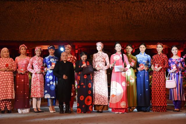 Cao Minh Tiến là một trong 19 nhà thiết kế tham gia Lễ hội áo dài 2016.