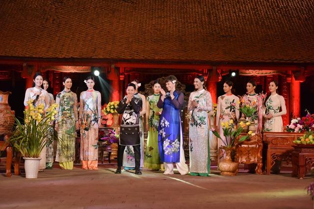 Nhà thiết kế Hùng Việt rất hạnh phúc khi bộ sưu tập của anh nhận được những phản hồi tích cực.