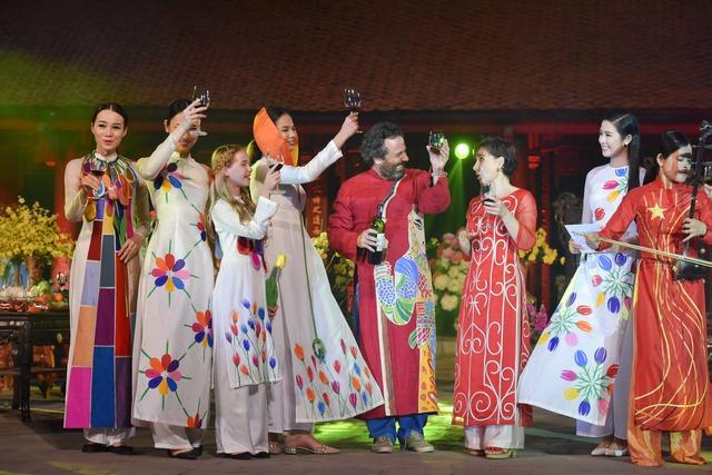 Nhà thiết kế Chulai chưa bao giờ vắng mặt trong những sự kiện thời trang mang tầm vóc quốc gia trên mảnh đất hình chữ S.