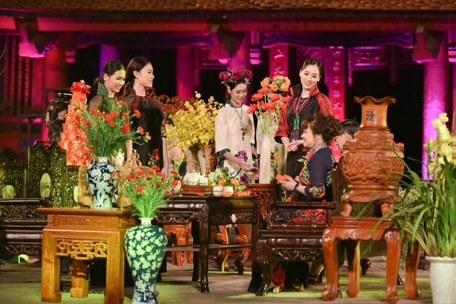Bộ sưu tập ấn tượng của nhà thiết kế Lan Hương.