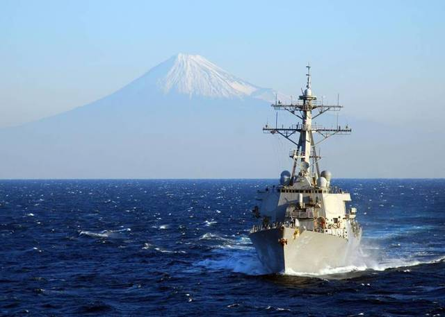 Vụ tàu USS Curtis Wilbur tuần tra đảo Tri Tôn thuộc quần đảo Hoàng Sa của Việt Nam (bị TQ cưỡng chiếm) hôm 30/1 khiến mâu thuẫn Mỹ-Trung tiếp tục leo thang. (Ảnh minh họa: U.S. NAVY)