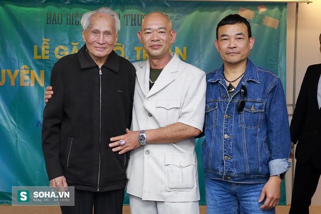 Từ trái qua: Tướng Thước, võ sư Triệu Phi Thường (phái Võ Đang), võ sư Băng Sơn