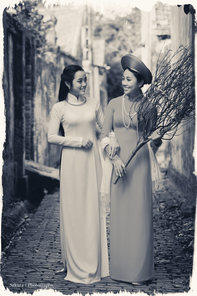 Hình ảnh khác lạ của 2 nữ chiến sĩ Công an
