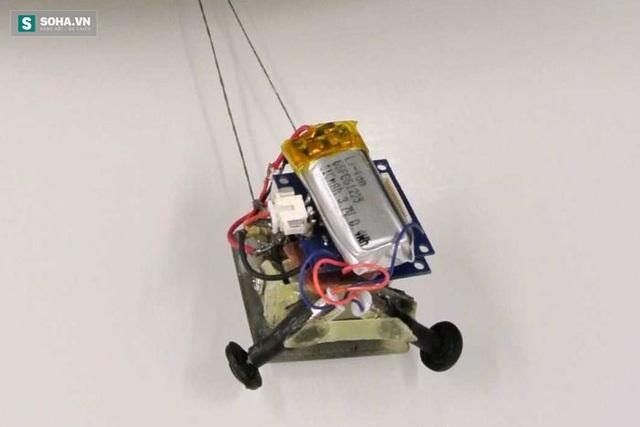 Robot MicroTug chỉ nặng 17g.