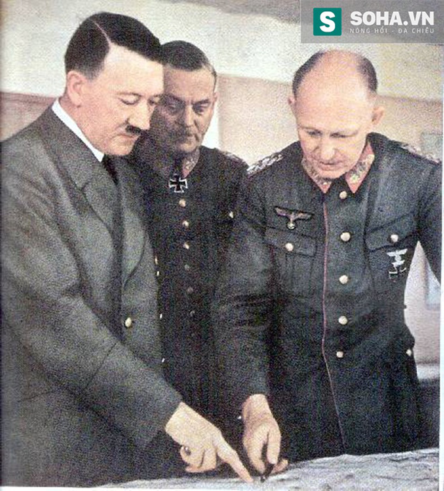 Hitler chỉ đạo chiến dịch. Ảnh Anistor.gr