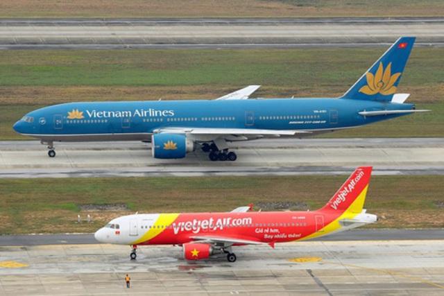 Hai máy bay Vietnam Airlines và VietJet Air đang trên đường lăn ở sân bay - Ảnh minh họa.