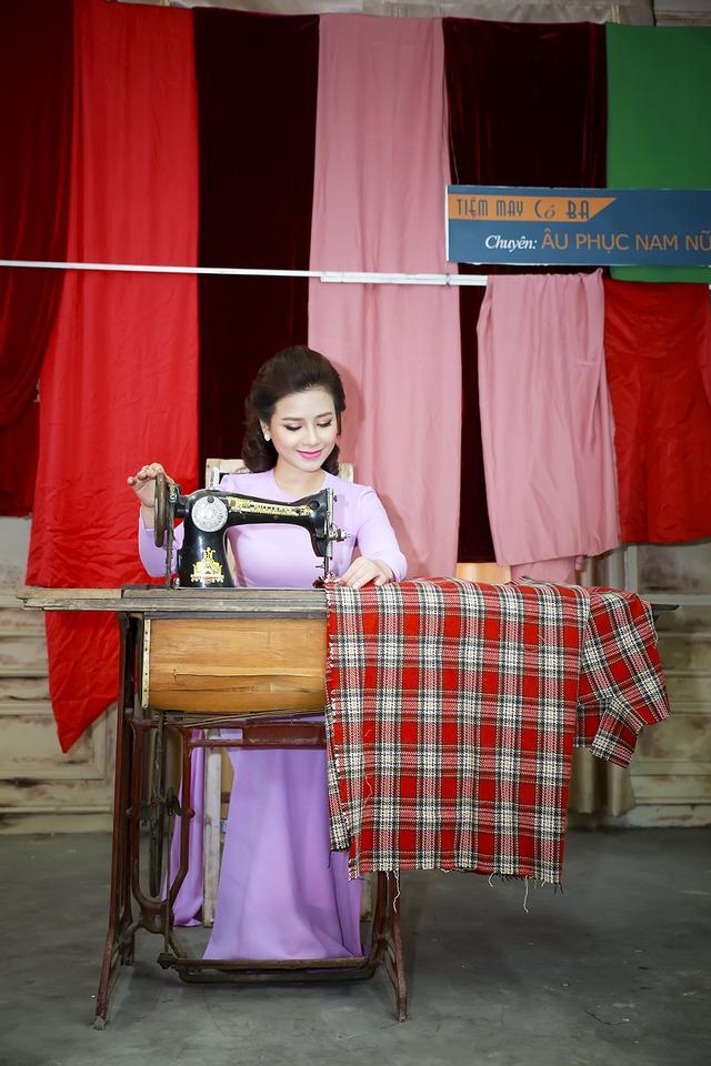 Dương Hoàng Yến cho biết cô rất thích những mẫu thiết kế áo dài của người bạn thân - nhà thiết kế Hà Duy.