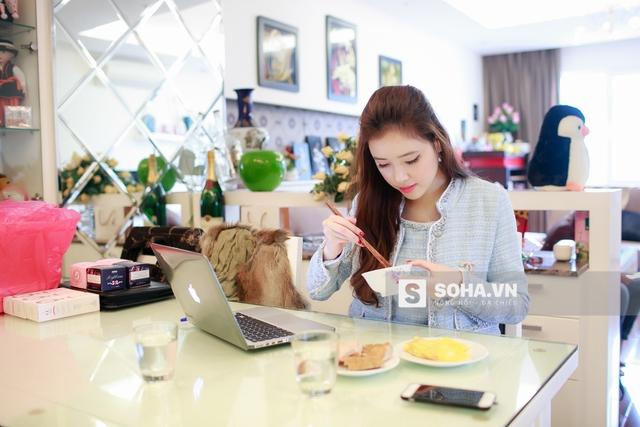 Bữa trưa của cô nàng khá giản dị và thường là những món được chế biến 1 cách đơn giản.
