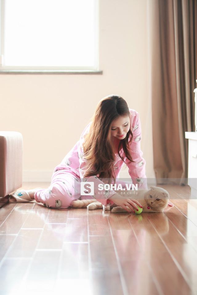 Thú cưng của Ngọc Phượng là 1 chú mèo mũm mĩm có tên Bun. Đây cũng là người bạn mà cô nàng thường xuyên khoe trên trang cá nhân.