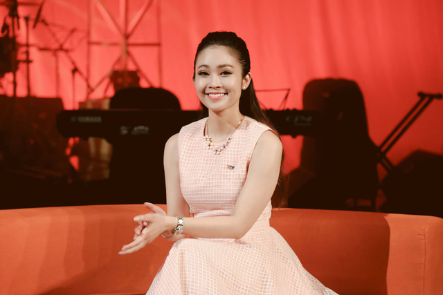 MC Thùy Linh dẫn dắt chương trình.