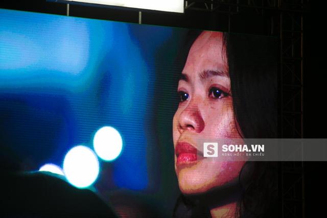 Không ít người rơi lệ khi nhìn thấy hình ảnh người vợ chiến binh của Trần Lập.