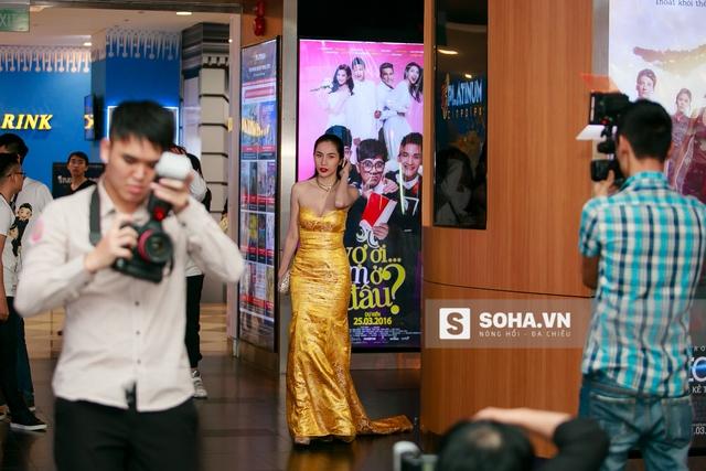 Tối 22/3/2016, Thủy Tiên có mặt tại Hà Nội để làm lễ ra mắt bộ phim đầu tay có tên Vợ ơi, em ở đâu.