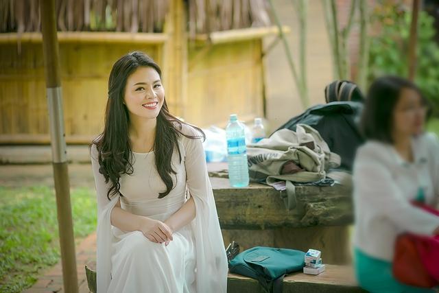 Ca sĩ Thụy Miên - giải Nhì dòng nhạc Dân gian Sao mai 2013 vừa chính thức ra mắt MV mừng Tết Cánh thiệp đầu xuân, sau gần 2 năm phát hành album đầu tay Thương một người ở xa.