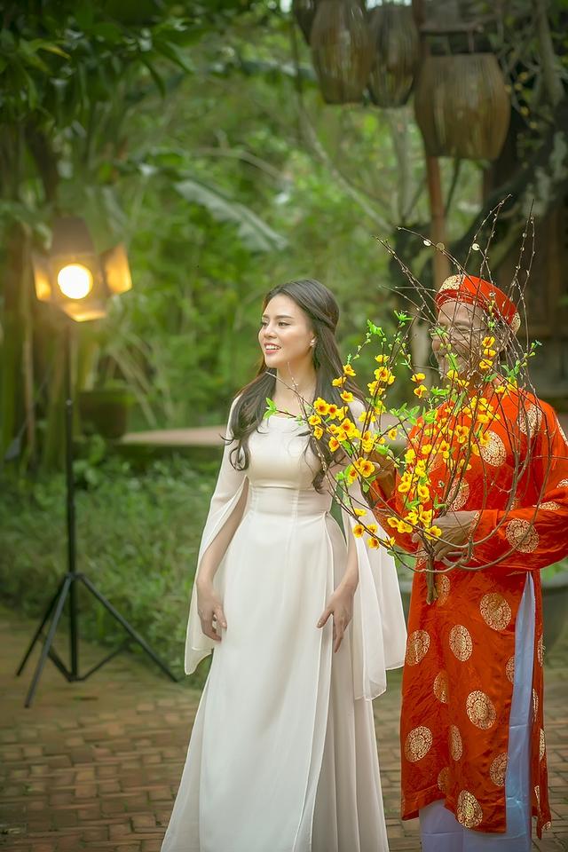 MV Cánh thiệp đầu xuân được Thuỵ Miên kỳ công thực hiện bối cảnh tại Đà Nẵng, đặc biệt là ở làng lụa Hội An.