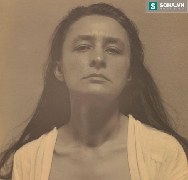 Chân dung nữ họa sĩ Georgia OKeeffe do họa sĩ Alfred Stieglitz vẽ.