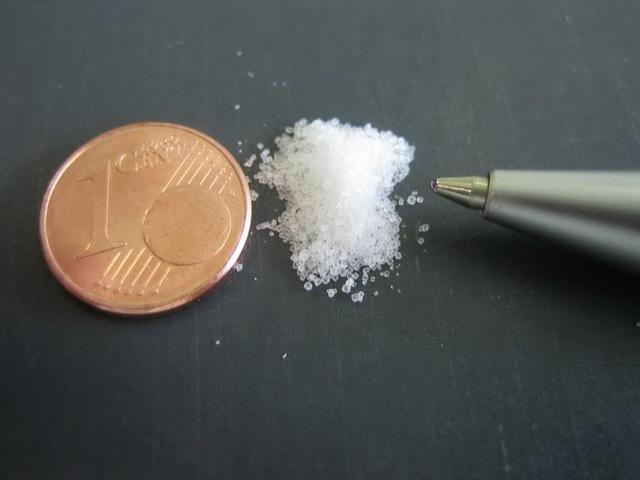 Chất độc Kali xyanua (màu trắng) có hình dạng giống đường ăn.