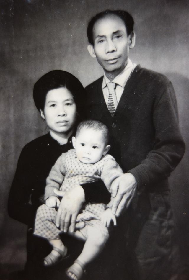 Ông bà Lý Phú San, Đặng Thị Loan cùng con gái Lê Thị Phượng