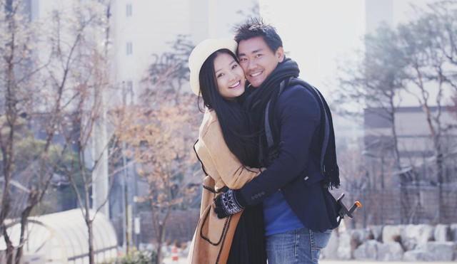 Khánh Hiền cùng quay phim James Ngô - quay phim hàng loạt như án như: Tèo em, Để mai tính 2, Taxi, em tên gì?, Truy sát...