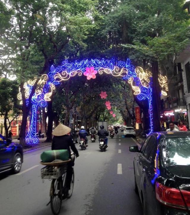 Chiếc cổng chào này được chụp ở phố Phan Đình Phùng chiều 15/1. Ảnh: Báo Giao thông