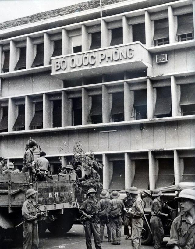 Quân giải phóng chiếm Bộ chỉ huy Quân đội VNCH (30-4-1975).