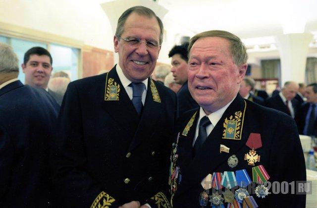 Ông Igor Rogachev (phải), cùng Ngoại trưởng Nga Sergei Lavrov.