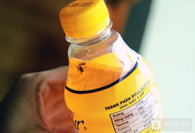 Hiện anh Hùng đã bàn giao lại chai nước phát hiện dị vật ruồi này cho Tập đoàn Tân Hiệp Phát.